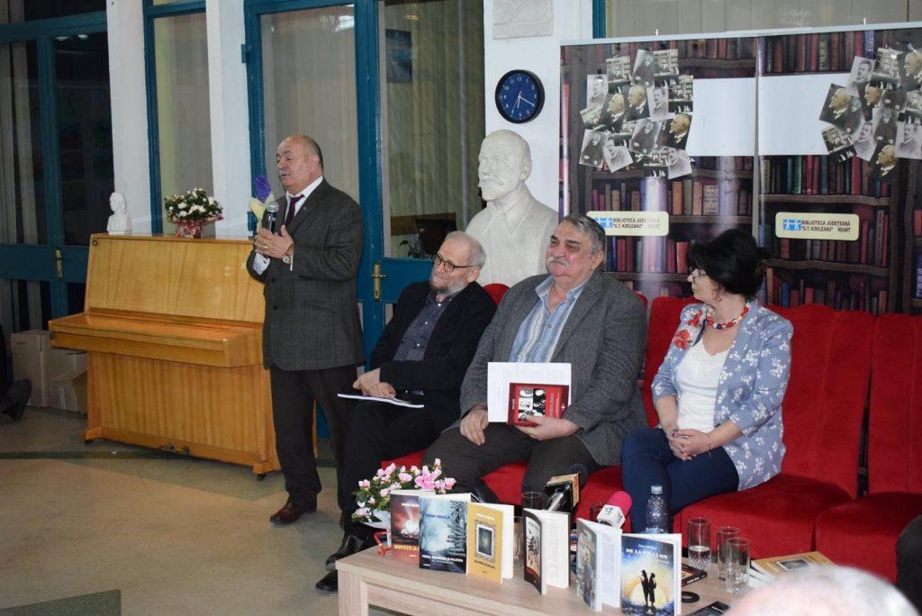 Cel mai recent volum al lui Petru Frăsilă, bun ca manual de jurnalism